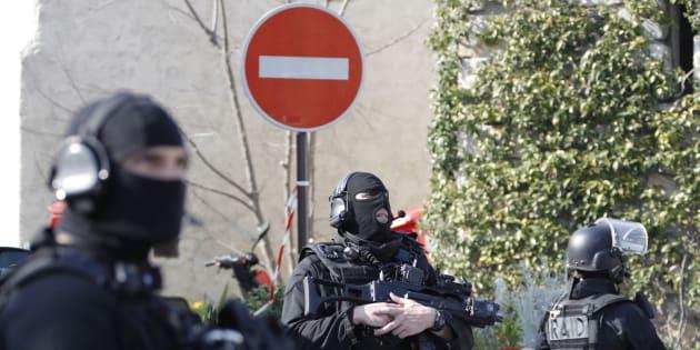 Dix interpellations lors d'opérations antiterroristes en France et en Suisse