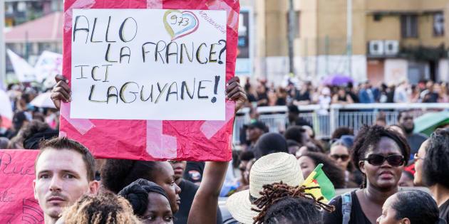 Une manifestation de Guyanais en colère, à Cayenne, le 28 mars 2016.