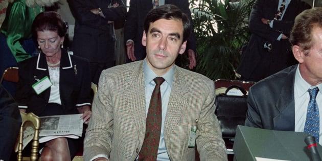 François Fillon en 1996, alors Ministre délégué à la Poste, aux Télécommunications et à l'Espace