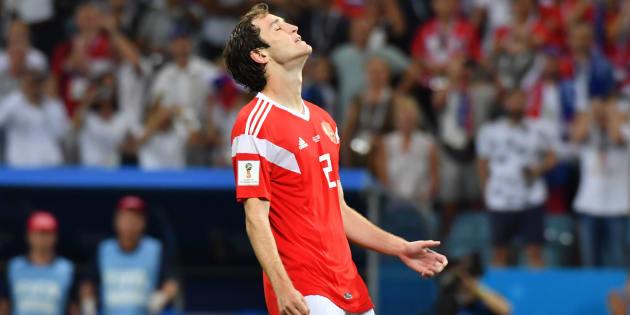 Mario Fernandes lamenta: Brasileiro marcou gol na prorrogação, mas perdeu pênalti.