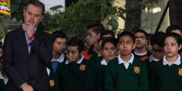 El exsecretario de Educación Pública, Aurelio Nuño, asiste a una escuela de Ciudad de México, el 25 de septiembre de 2017.