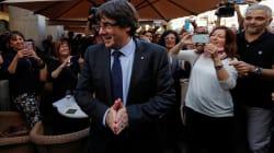 Le bain de foule de Puigdemont au moment même où est diffusée son allocution à la