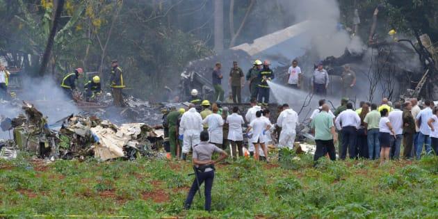 Fotografía tomada en la escena después de que un avión de Cubana de Aviación se estrelló después de despegar del aeropuerto José Martí de La Habana.