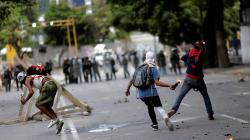 EU sanciona a 13 venezolanos y advierte de más medidas si hay