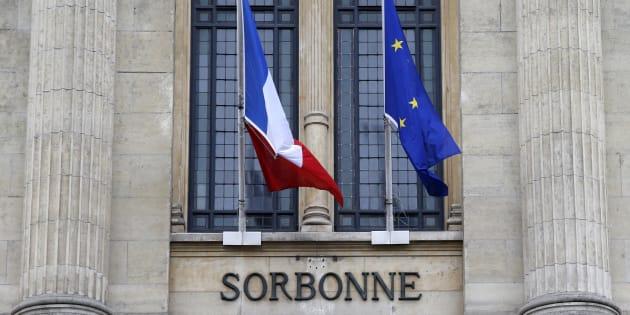La façade de la Sorbonne, Paris. REUTERS/Jacky Naegelen