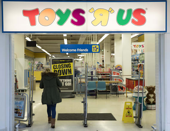 Here's what it's like inside a closing Toys R Us