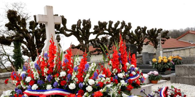 La tombe du général de Gaulle à Colombey-les-deux-Églises, avant la dégradation.