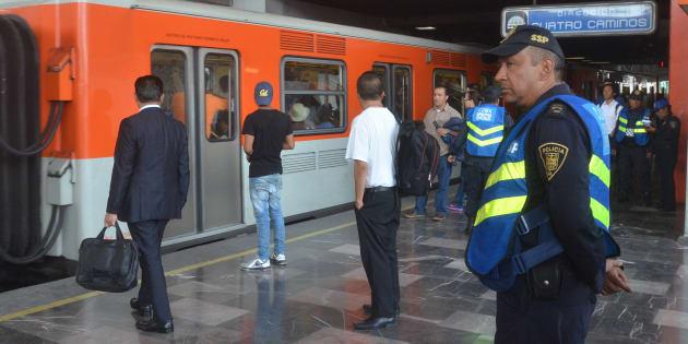 9 de octubre de 2017. Elementos de Seguridad Pública realizaron un operativo en el metro Chabacano para combatir el comercio ambulante, conocidos como vagoneros.