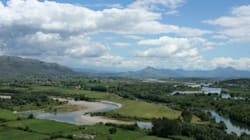 Sur la Buna, dernier fleuve-frontière