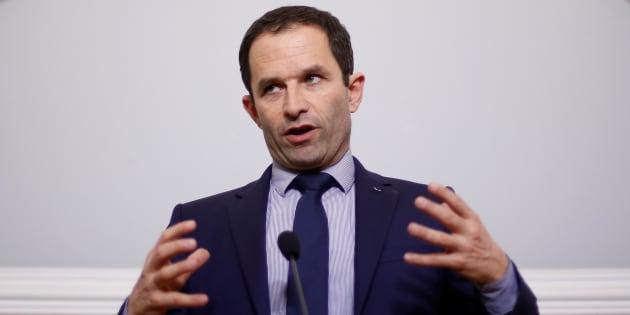 """Violente charge de Hamon contre Macron, """"lecandidat chimère"""" qui peut """"faire monter le FN"""""""