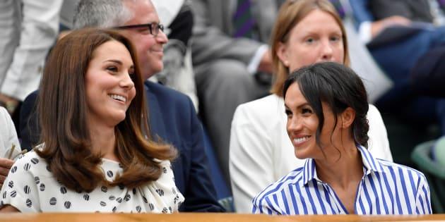 Meghan Markle et Kate Middleton entre belles-sœurs et sans leurs époux dans les tribunes de Wimbledon