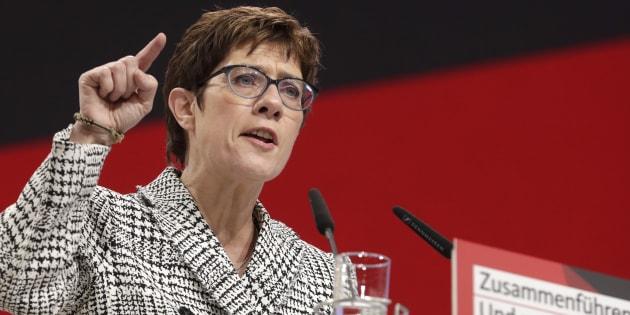 La secretaria general de la CDU, Annegret Kramp-Karrenbauer, en su discurso cuando se presenta como presidenta en la convención del partido del Partido Demócrata Cristiano de la CDU en Hamburgo, Alemania, este viernes 7 de diciembre de 2018.
