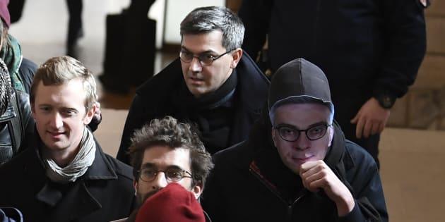 Julien Coupat, considéré par les autorités comme le meneur du groupe de Tarnac, arrive au tribunal