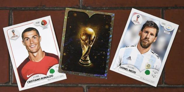 Figurinhas do atacante de Portugal, Cristiano Ronaldo, do craque da Argentina, Messi, e o famoso cromo brilhante.
