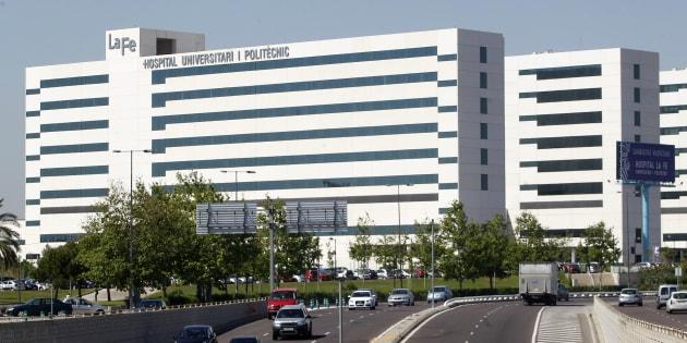 Vista del edificio principal del Hospital de La Fe, en Valencia.