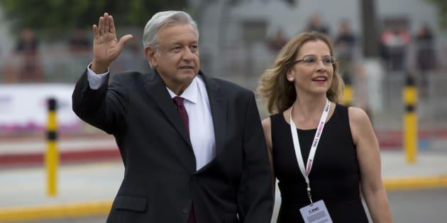 Andrés Manuel López Obrador, candidato a la Presidencia de la República por la alianza Juntos Haremos Historia, con su esposa Beatriz Gutiérrez.