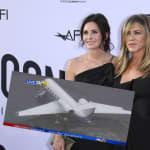 L'avion de Jennifer Aniston et Courteney Cox atterrit en urgence après la perte d'une
