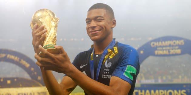"""Le Ballon d'or? """"La Coupe du monde va jouer en ma faveur"""", répond Kylian Mbappé, """"à 100% au PSG"""" l'année prochaine"""