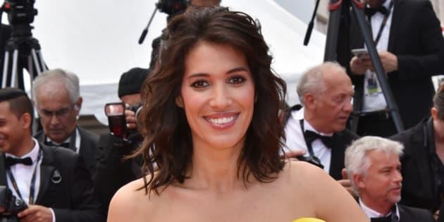Laurie Cholewa portait déjà une belle bague de fiançailles à Cannes.