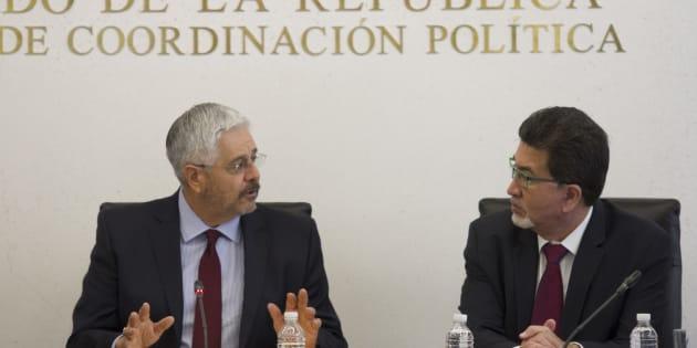 Jorge Antonio Luna Calderón compareció ante las Comisiones Unidas de la Justicia y de Anticorrupción y Participación Ciudadana de las y los candidatos para la titularidad de la Fiscalía Anticorrupción. En la imagen lo escucha el senador Héctor Yunes Landa.