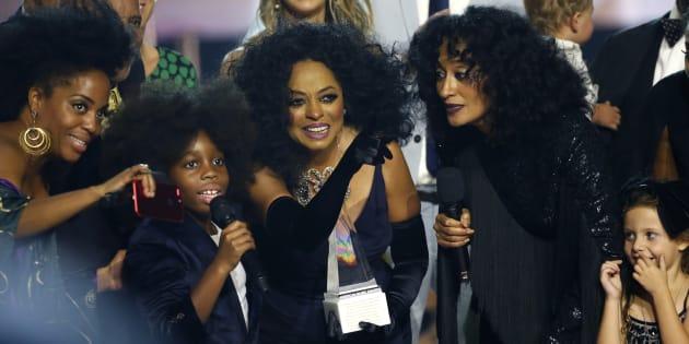 Diva da música americana recebeu o prêmio 'Lifetime Achievement Award' neste domingo (19).