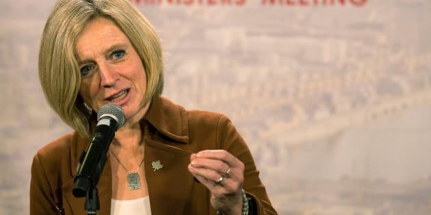 La première ministre de l'Alberta, Rachel Notley, s'est insurgée et a voulu fermer le clapet du premier ministre québécois en prétendant que la péréquation qu'il reçoit de cette «énergie sale» paie les routes et les écoles de la province.