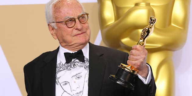 """Aux Oscars 2018, Timothée Chalamet dessiné sur la chemise du scénariste de """"Call Me By Your Name"""""""