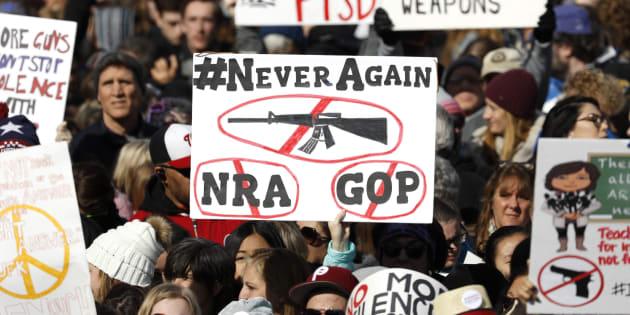 A Washington marcia degli studenti contro le armi. C
