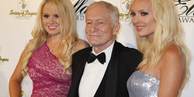 Hugh Hefner et ses petites amies Anna Sophia Berglund et Shera Bechard.