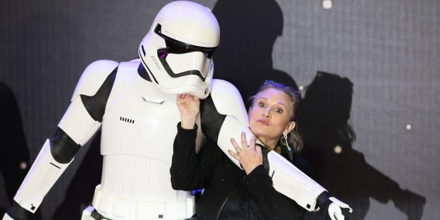"""Carrie Fisher lors de la première européenne du """"Réveil de la Force"""" à Londres, le 16 décembre 2015."""