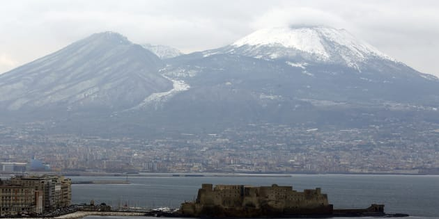 A view of the Vesuvio volcano covered by snow is seen in Naples, February 6, 2012. Bitterly cold weather sweeping across Europe claimed more victims on Sunday, brought widespread disruption to transport services, and left thousands without power with warnings that low temperatures would continue into next week. REUTERS/Ciro De Luca  (ITALY - Tags: ENVIRONMENT SOCIETY)