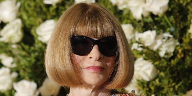 Anna Wintour fait taire les rumeurs de départ, va rester à la tête de Vogue.