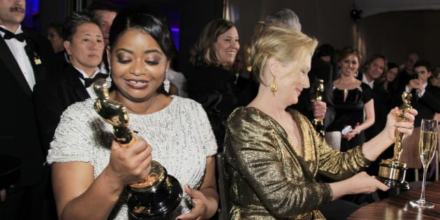 """Octavia Spencer (L) , Best Supporting Actress winner for """"The Help"""", and Meryl Streep, Best Actress Winner for """"The Iron Lady"""", look at their Oscars at the Governors Ball for the 84th Academy Awards in Hollywood, California February 26, 2012."""