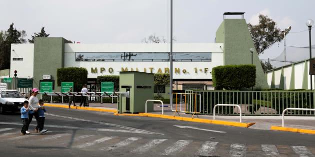 La fachada del campo militar en Santa Fe que el gobierno mexicano quiere vender.