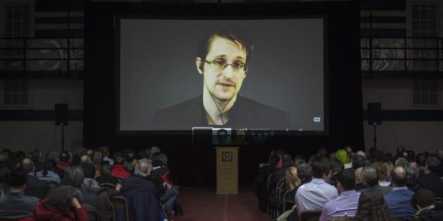 Le 6 juin 2013, les documents donnés par Edward Snowden à plusieurs journalistes commencent à être diffusés.