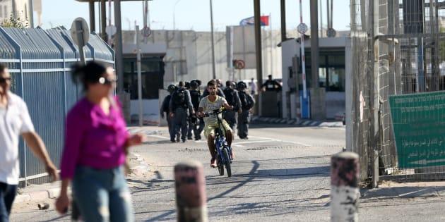 Un palestinien passe un checkpoint sur la rive ouest de Ramallah, en juillet 2016. REUTERS/Mohamad Torokman