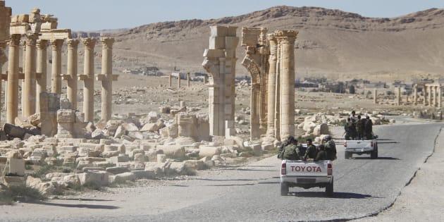 Des soldats de l'armée syrienne à Palmyre, le 1er avril 2016.