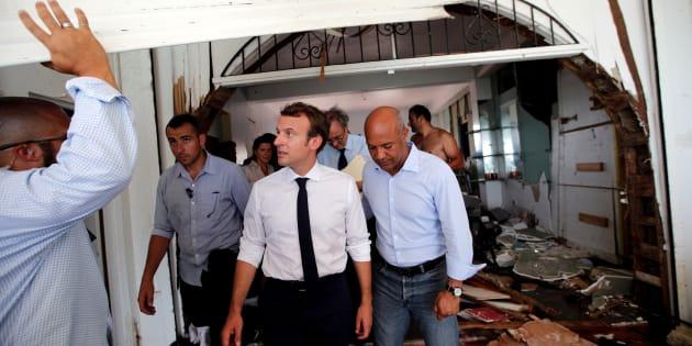 À Saint-Martin, Macron dort sur un lit de camp à la gendarmerie.