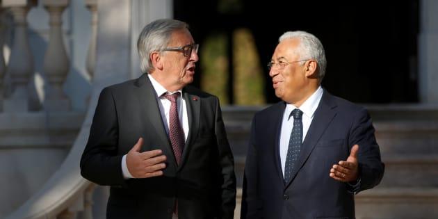 El primer ministro de Portugal, Antonio Costa, recibe en el palacio de Sao Bento de Lisboa (sede del Parlamento) al presidente de la Comisión Europea, Jean-Claude Juncker, el pasado 30 de octubre.