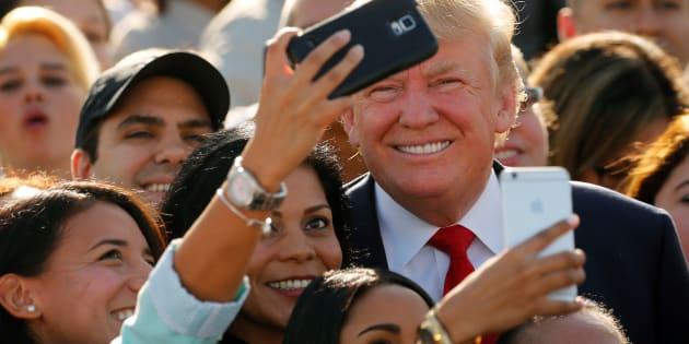 Donald Trump pris en selfie