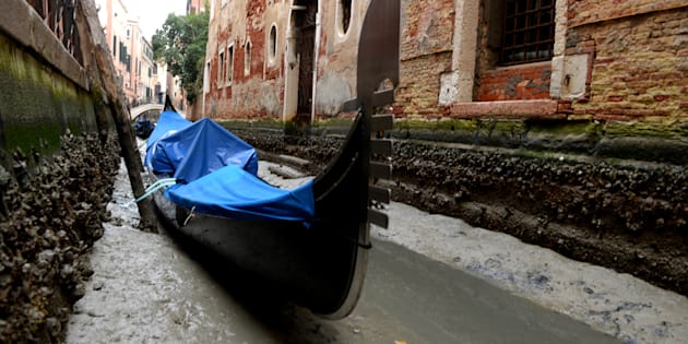 """La """"super lune bleue de sang"""" a retiré l'eau de la plupart des canaux de Venise"""