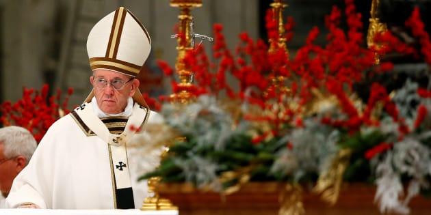Dans son sermon de Noël, le pape invite à considérer la situation de migrants de la Sainte Famille dans le style analogique du Christ qui s'identifie aux misérables de la terre.