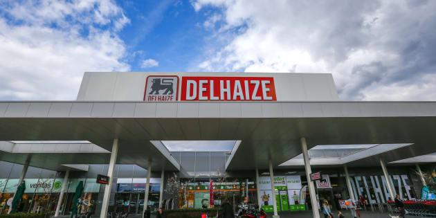 Un supermercado Delhaize en Sint-Pieters-Leeuw (Bélgica).  REUTERS/Yves Herman