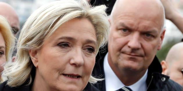 Marine Le Pen sur la promenade des anglais à Nice le 13 février, accompagnée de Thierry Légier, son garde du corps.