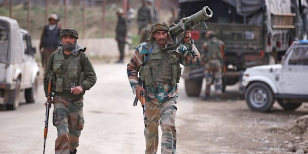 Indian Occupied Kashmir : Locals accuse forces of using civilians as human shield