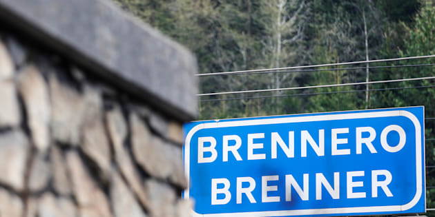 "A street sign reading ""Brenner - Brennero""  is pictured in the Italian village of Brenner on the Italian-Austrian border, Italy, May 3, 2016. REUTERS/ Dominic Ebenbichler  *** Local Caption *** /YJ"