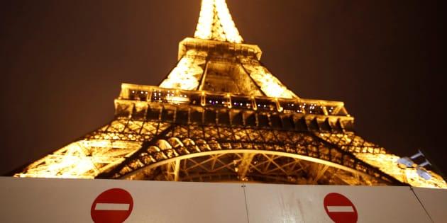La Torre Eiffel, con carteles que impiden la entrada por motivos de seguridad, el pasado 1 de septiembre.