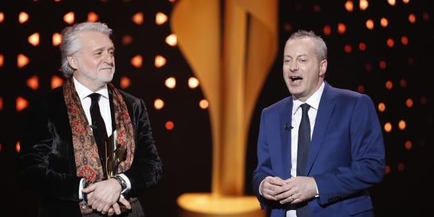 Gilbert Rozon et Bruce Hills acceptent un prix ICON aux Écrans canadiens, à Toronto, le 12 mars 2017.