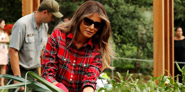 U.S. First Lady Melania Trump cleans a fresh-picked leek as she works in the White House kitchen garden with students from the Boys and Girls Clubs of Greater Washington, at the White House in Washington, U.S. September 22, 2017. REUTERS/Jonathan Ernst     TPX IMAGES OF THE DAY