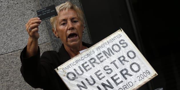 Una afectada por las participaciones preferentes de Caja Madrid.